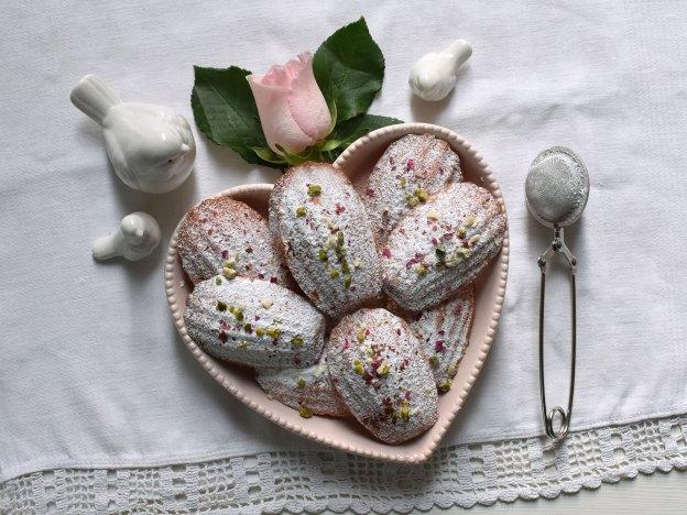 Rosenwasser-Madeleines in Herzschale