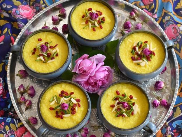 Safran-Reispudding mit Rosenwasser und Berberitzen