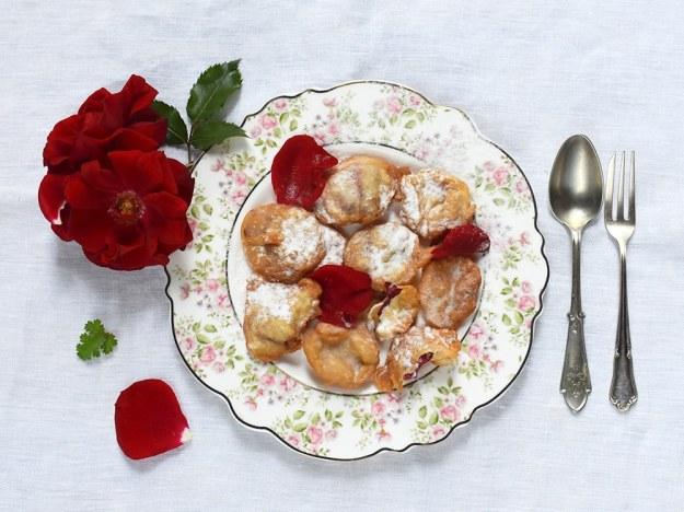 Gebackene-Rosenblueten