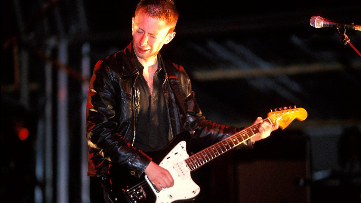 Thom Yorke casi se baja del escenario en Glastonbury 1997
