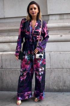 Shanie Ryan es una presentadora de TV londinense. Le gustan los colores vibrantes, los motivos florales y mostrar un poco de piel. Define su estilo como «sexy sutil». IG: @shanie_ryan