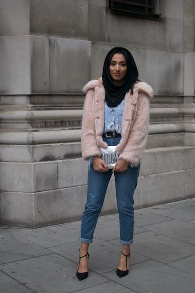 A Ella le gustan dos cosas: el minimalismo y los bolsos Baily. Su outfit es de Zara, Top Shop y Miss Selfridges.