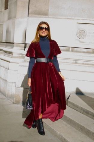 Isis Louw es fracesa-libanesa. Ama tanto la moda que tiene un blog al respecto. Está encantada con la vuelta del terciopelo esta temporada ya que lo aprecia desde hace tiempo. Compró su atuendo en Los Ángeles. IG: @thesmartfashionistas