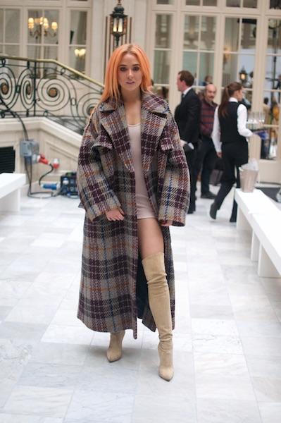 El invierno es la estación favorita de Nicola porque, además de las prendas coloridas, le encantan los grandes abrigos y las botas.