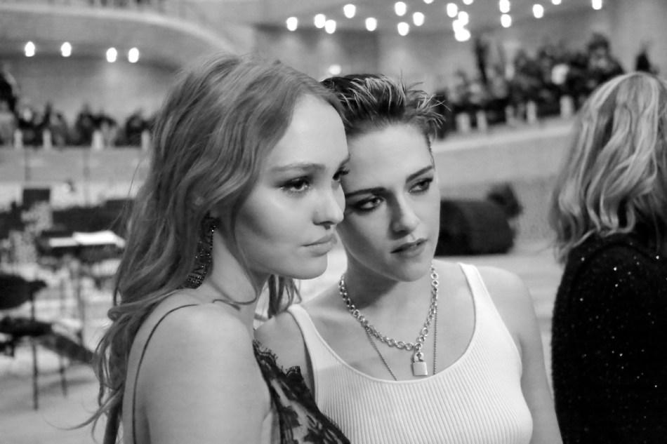 Lily-Rose DEPP and Kristen STEWART_Métiers d'art Paris-Hamburg 201718 collection