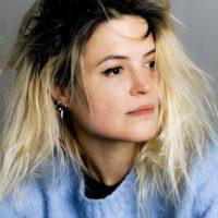 """Alison Mosshart lanza """"Rise"""", su debut como solista y nos comparte el video"""