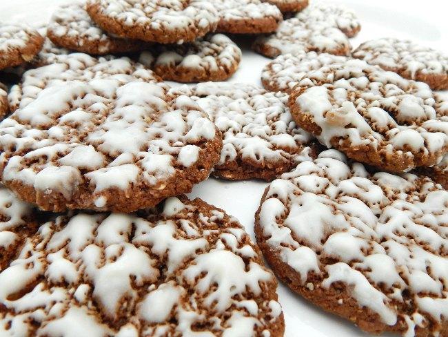 Plateful of iced oatmeal cookies on www.sugarbananas.com