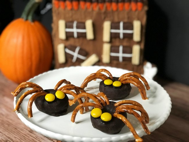 Doughnut Spiders Halloween Party Food Ideas from Sugar Bananas