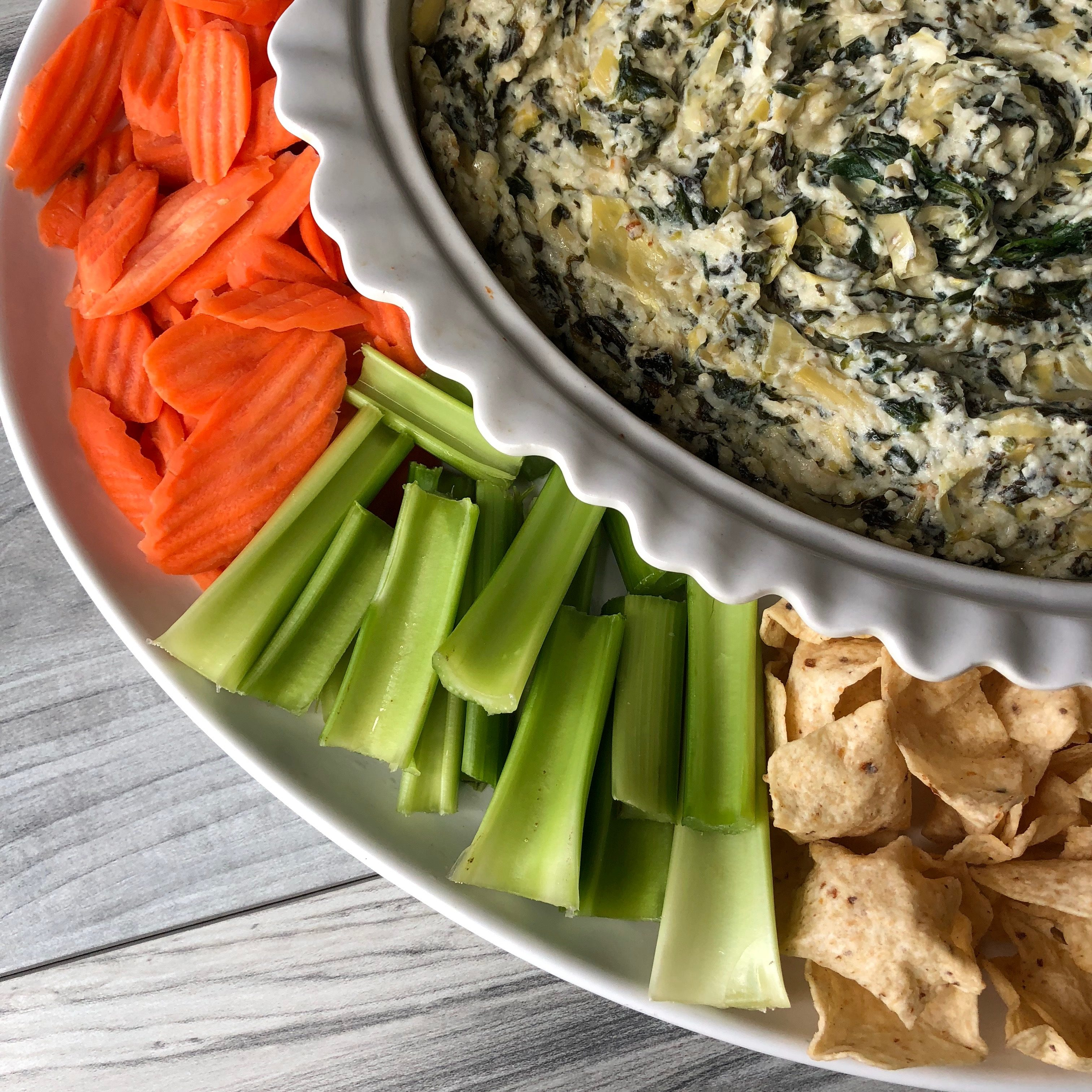 Amazing spinach artichoke dip. This dip is perfect for any party especially those superbowl parties comin up! get the full recipe on www.sugarcoatedhousewife.com