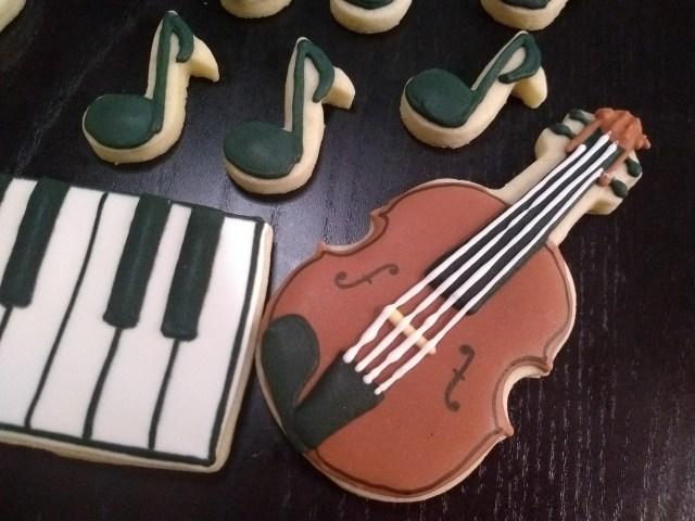violin royal icing music sugar cookies