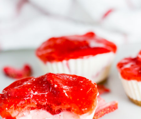 No Bake Strawberry Keto Cheesecake (Low Carb, Sugar Free, Grain Free)