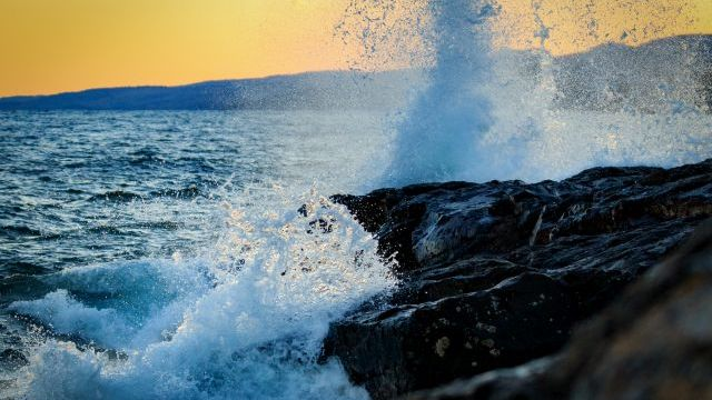 Lake Superior Waves. Photo by Jim Reitz