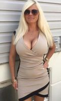 Rich Sugar Mummy In Oakland, California, USA Wants Someone Online - CLICK HERE