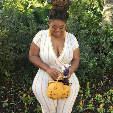 Rich Sugar Mama In USA Wants To Chat With You On WhatsApp
