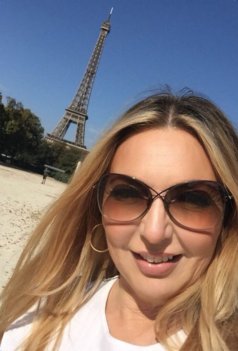 Rich Sugar Mummy In Paris, France Ready To Pay