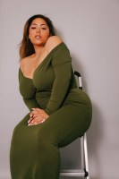 Rich Sugar Mummy Sarah To Provide Job, Visa And Accommodation For You