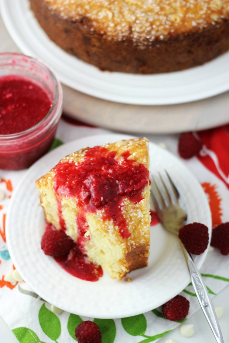 white-chocolate-macadamia-coconut-bread-with-raspberry-syrup