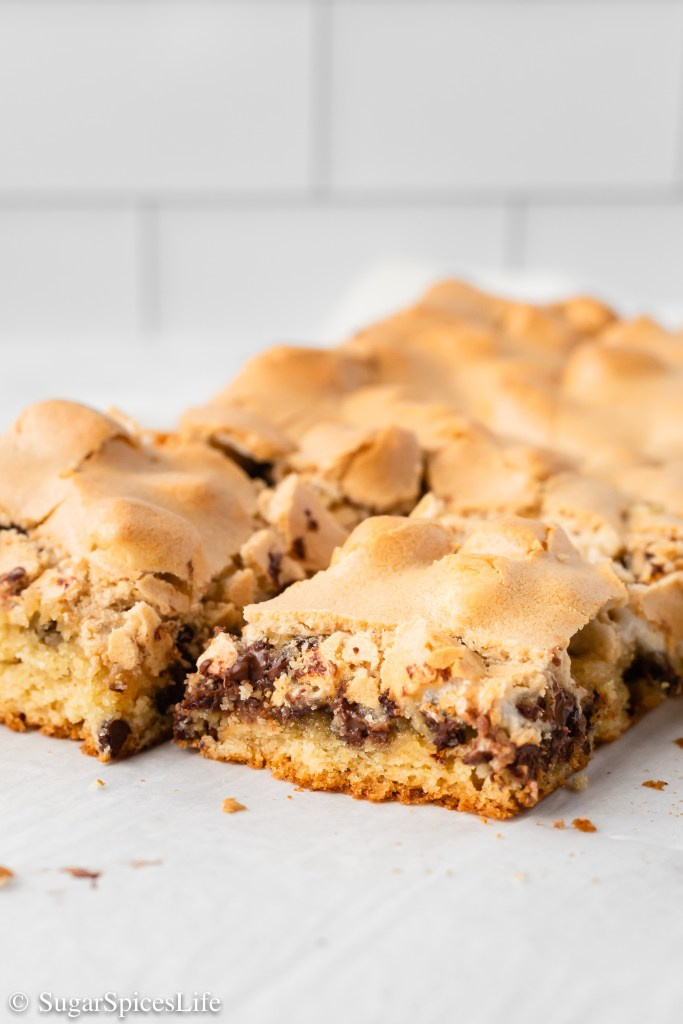A brown butter chocolate chip cookie crust topped with marshmallows, chocolate chips, and a brown sugar meringue. These Brown Butter Mud Hen Bars are a game changing dessert bar.