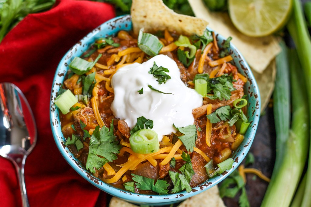 Hint of Lime Crockpot Chicken Chili. This chicken chili takes about 10 minutes to put together, is filling yet healthy, and has a delicious hint of lime! Put it together in the morning for a delicious, easy dinner!