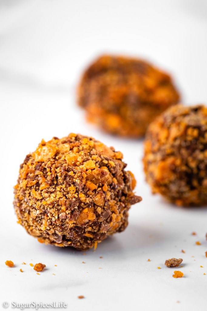 Creamy chocolate mixed with peanut butter and coated with bits of Butterfinger candy. These Butterfinger Truffles are a decedent treat!