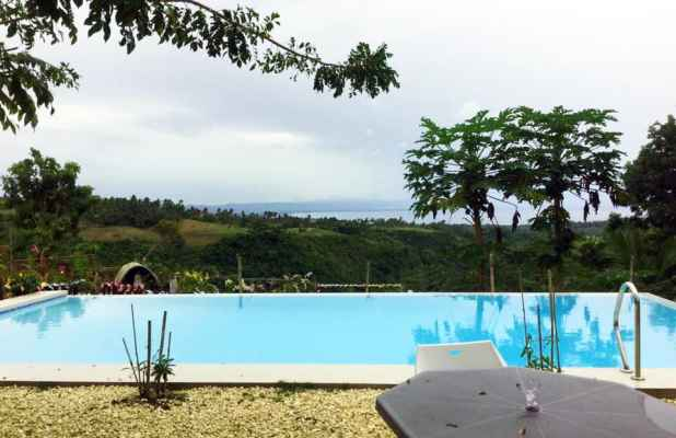 garden-of-helen-infinity-pool