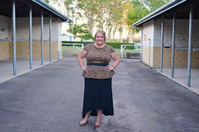plus size peplum top, maxi skirt outfit 001