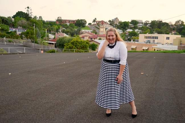 plus size retro outfit with stripe skirt 003