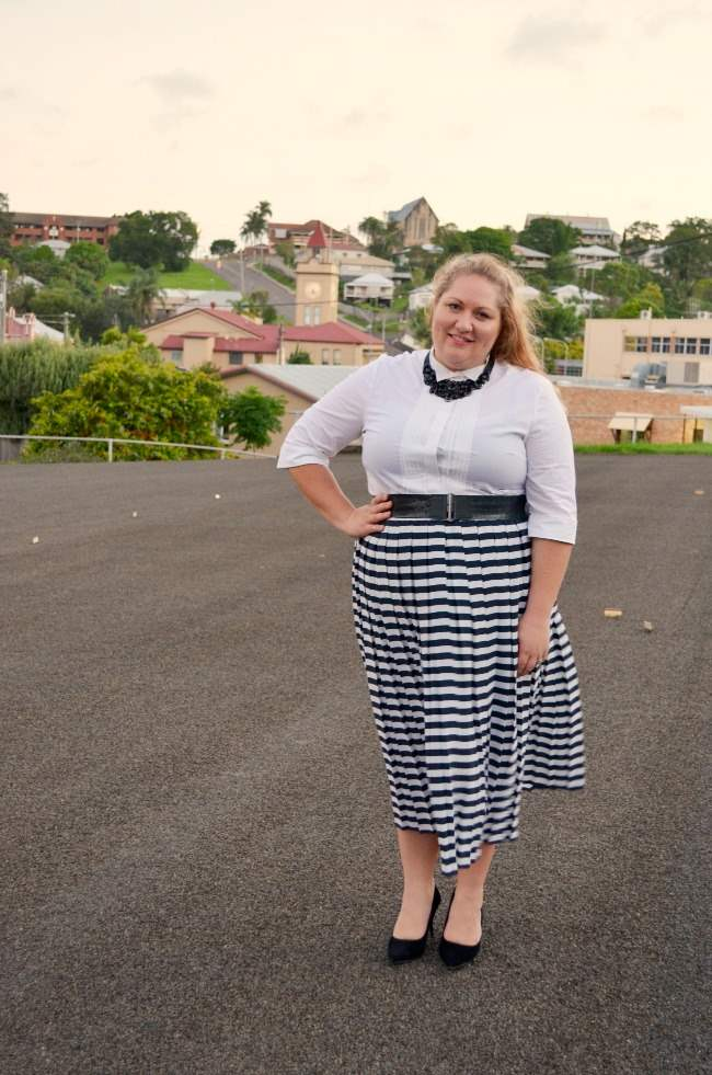 plus size retro outfit with stripe skirt 004