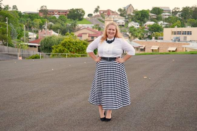 plus size retro outfit with stripe skirt 005