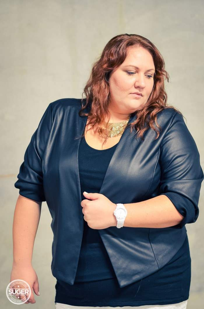 black and white plus-size outfit with boots-8