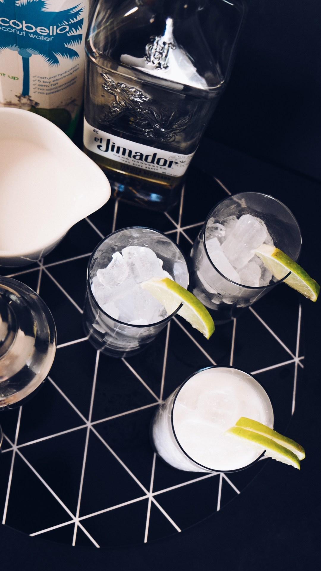 Coconut Margarita - #sugerDRINKS - www.sugercoatit.com