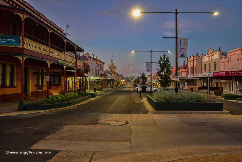 Glen Innes - Main St - first light