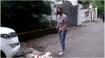 【犬猫動物動画まとめ】Sophie Chaudhary Stepped Out with Dog at Pali Hill Bandra : FilmiBeat