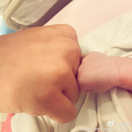 アンジェラベイビー_ホアンシャオミン_男子出産