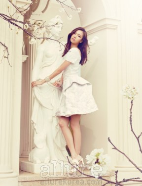 Kim Won Kyung Floral Allure Magazine April 2013 (9)