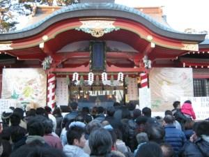 初詣は神社やお寺に参ること