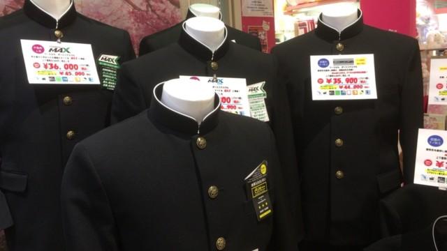 スーパーでも中学生の制服は売られている