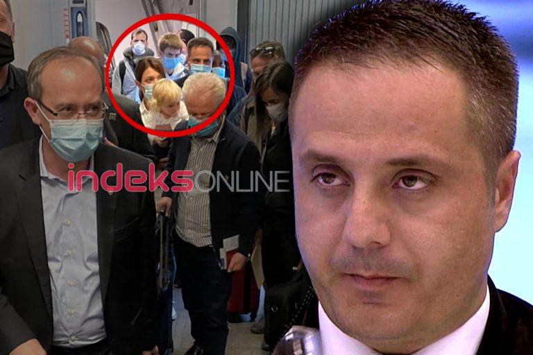FAKE NEWS: Fëmija me delegacionin e Kosovës në SHBA s'është i Driton Selmanajt!