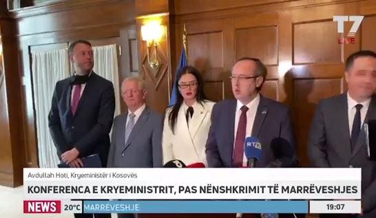 Ministrja e Jashtme e shtynë pak Hysenin në konferencë, e largon nga Kryeministri