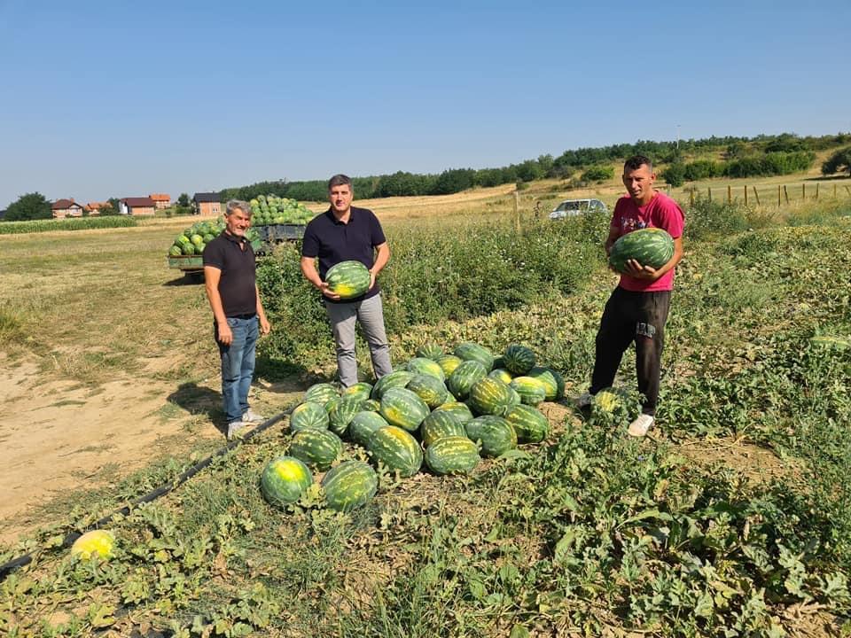 Ardian Shala viziton fermerët, i'u premton mbështetje në qeverisjen e tij