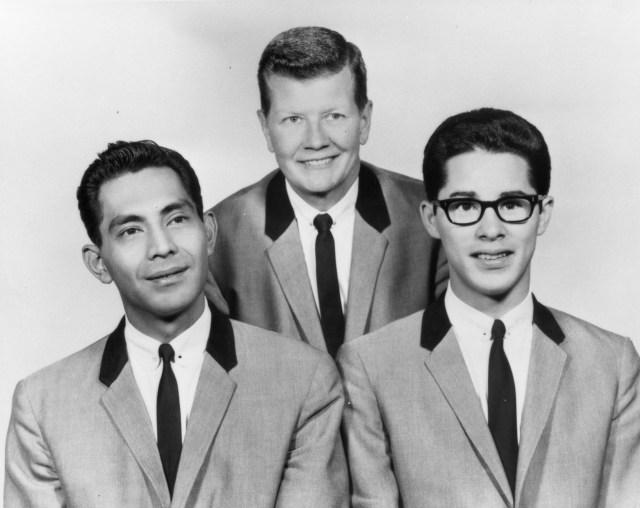 No Ordinary Man Screenshot. A black and white photo of a Jazz trio