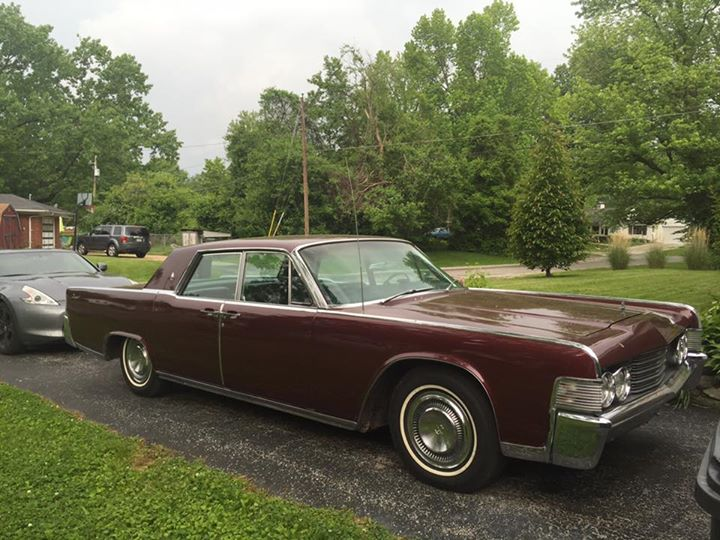 1965 Lincoln Continental passenger's side image