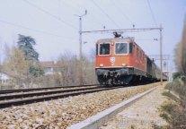 CH - CFF Re 4/4 II au départ de Nyon direction Genève