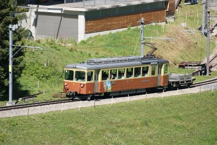 La BDe 4/4 21 quitte Winteregg en direction de Mürren