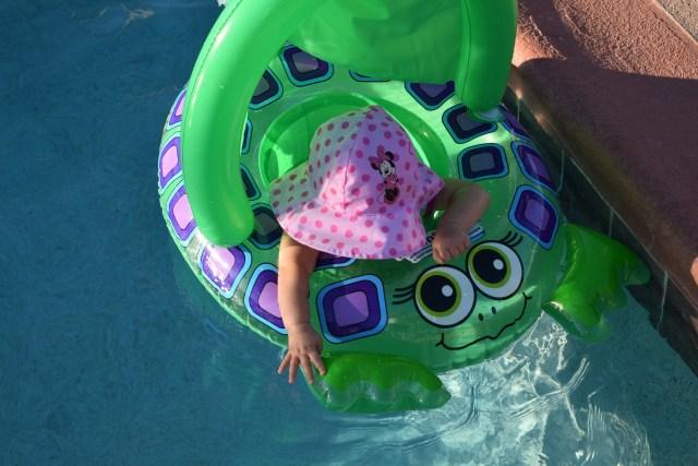 幼児プールの注意点って?赤ちゃんと親子で楽しめる屋内プール3選と対策