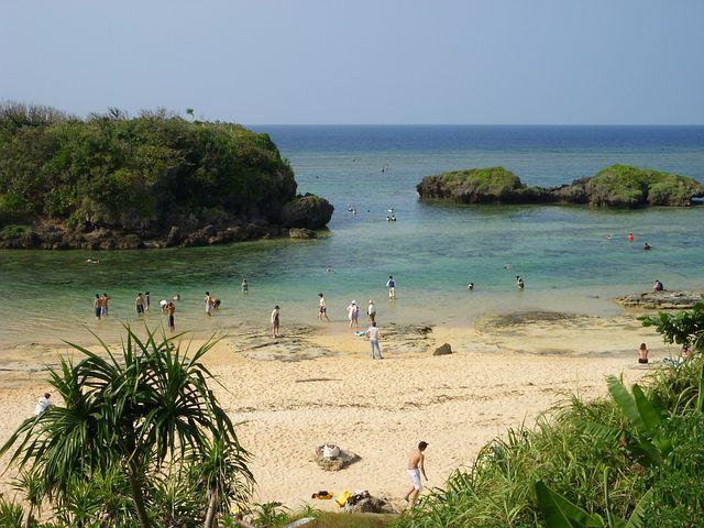【沖縄の海はいつまで泳げる2018版】本島&離島の海水浴場情報とクラゲの時期