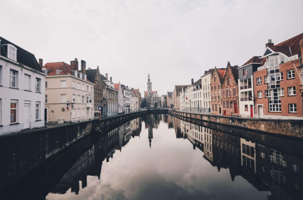 Suitcase Six Brugge-Belgium GLOBAL DIRECTORY: BELGIUM