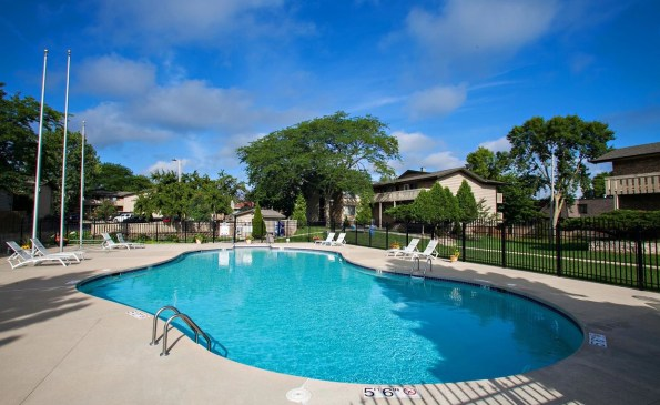 windpoint-apartments-racine-wi-pool