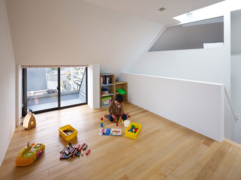 kids-playing-space-ideas-minimalist-japanese-house-design