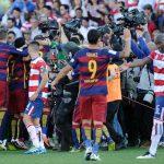Video : Ketika Sedang Meraikan Kemenangan, Pemain Barcelona Diserbu Penyokong Granada
